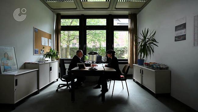 auf arbeitssuche erste wege in deutschland mein weg nach deutschland goethe institut. Black Bedroom Furniture Sets. Home Design Ideas