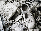 A little girl's shoe in the rubble of a Syrian house. Photo: Ziad Homsi © Goethe-Institut