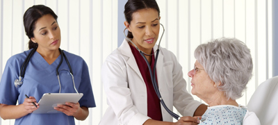 Clinic staff have to facilitate communication between the doctor and the patient | © rocketclips – Fotolia.com