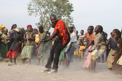 Taigué Ahmed dancing with refugees in Chad; photo: Christine Cayre Rey
