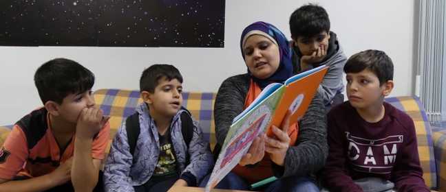 "The German-Arabic children's book series ""Einfach lesen!"" accompanies kids as they become accustomed to their new surroundings. 