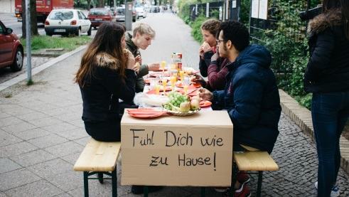"The workshop group ""Open Your Eyes"" invites passers-by to breakfast 