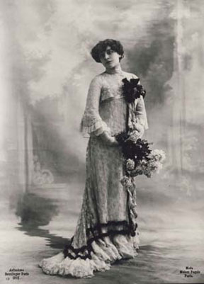 Studio Reutlinger: Photo model in a gown by Paquin, Photography, Paris 1902, Cop: Staatliche Museen zu Berlin, Kunstbibliothek