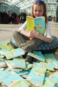 Ein Geschenkbuch gibt es zum Welttag des Buches; © Stiftung Lesen