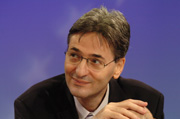 "Leonard Orban, EU Commissar for Multilingualism and patron of ""Languages Without Borders"". Copyright: European Communities, 2009"