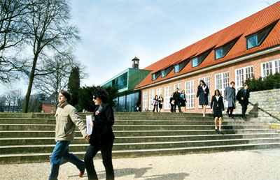 SStudents at the Jacobs University Bremen campus. © Jacobs University Bremen