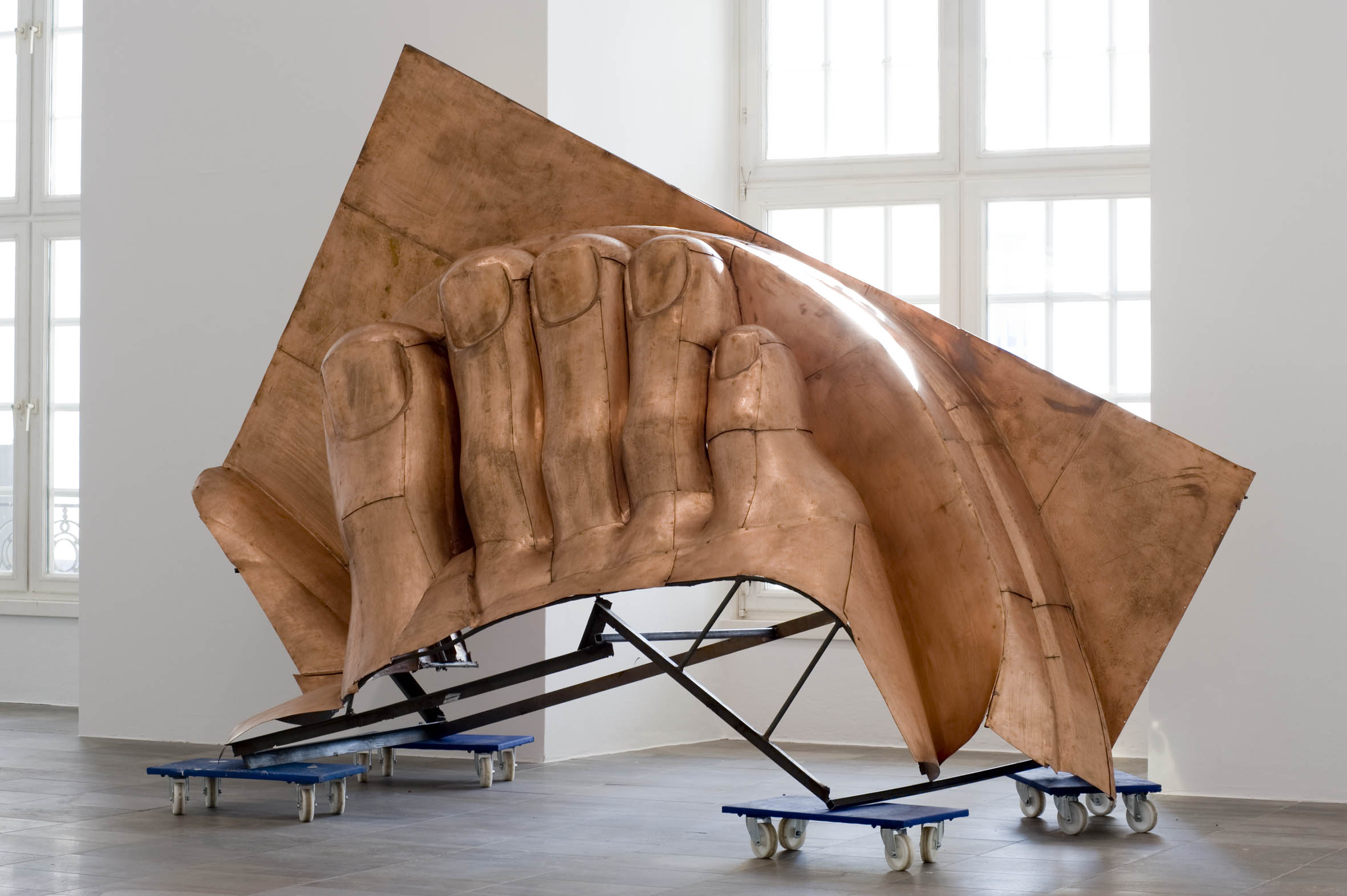 Danh Vo, WE THE PEOPLE (detail), 2011, Courtesy of Galerie Chantal Crousel. Photo: Nils Klinger Quelle: http://www.fridericianum-kassel.de/vo01.html?&L=0
