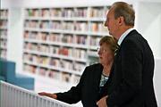 Direktorin Ingrid Bussmann mit Oberbürgermeister Wolfgang Schuster; © Südpol-Redaktionsbüro/T. Köster