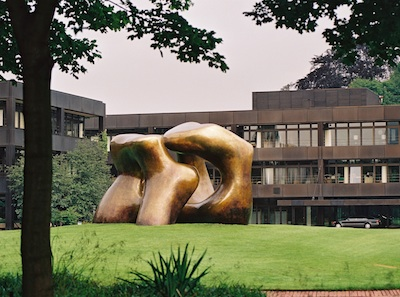 "Henry Moore, ""Large Two Forms"" in front of the Bundeskanzleramt Bonn, 1966-69 (installation 1979), Photo: Julia Fassbender, Bundesbildstelle / artwork: © VG Bild Kunst"