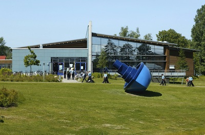 "Inges Idee, ""Im selben Boot"", free place in front of the Mensa, Marinetechnikschule Parow 2001, Photo: Jens Ziehe, Berlin"