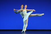 """Sylvia Pas de deux"" by George Balanchine, with Daria Sukhorukova and Lukáš Slavický, Bayerisches Staatsballett; photo: Charles Tandy"