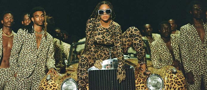 "Beyoncé en una escena de su álbum visual ""Black is King""."