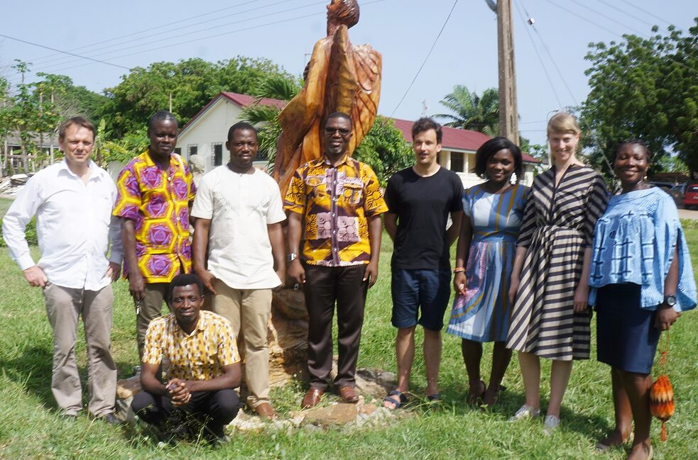 Decolonisation – Ernst Wagner (left) with the participants of the first project workshop in Winneba, Ghana, 2019