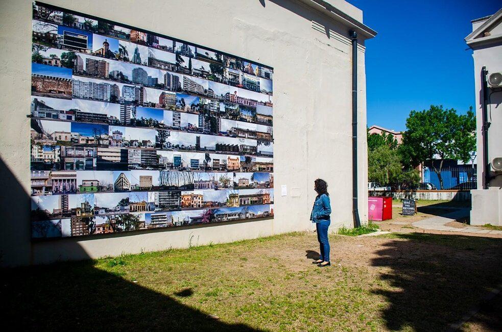 """""""Montevideo: las dos ciudades"""" (Montevidéu: as duas cidades) da BMR Productora Cultural para a exposição do Ghierra Intendente de 2020."""