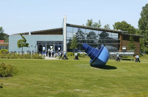 "Inges Idee, ""Im selben Boot"", free place in front of the Mensa, Marinetechnikschule Parow 2001"