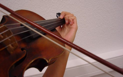 Especially the violin is unfavourably designed from an ergonomic point of view and cause extreme stress on the musculoskeletal system.