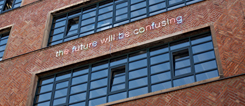 """The future will be confusing"" on the façade of the Künstlerhaus Mousonturm in Frankfurt"