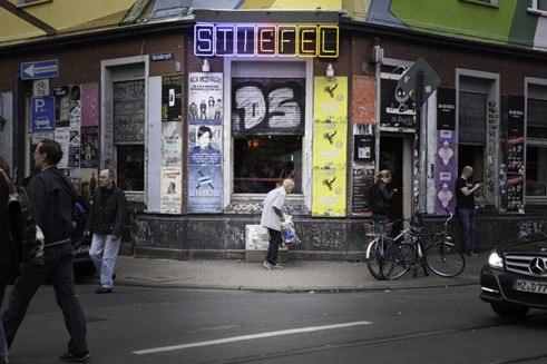 A collector of deposit bottles in front of the Stiefel, once a jazz club, later a punk rock bar. Its glory days are history, say the patrons at Oma Kleinmann. Still, the Stiefel is known throughout Cologne.