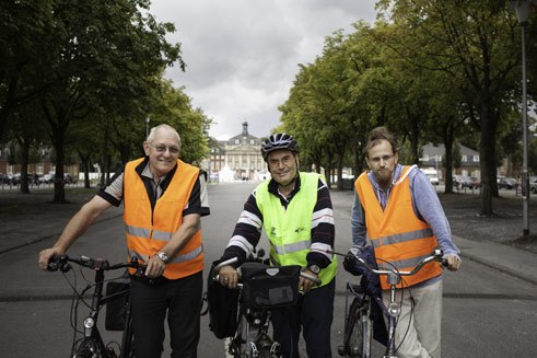 The Münster Marathon is held every year in September, since 2002. These three helpers are measuring the distance again, as the rules of the competition require. And the best way to measure it is on two wheels.