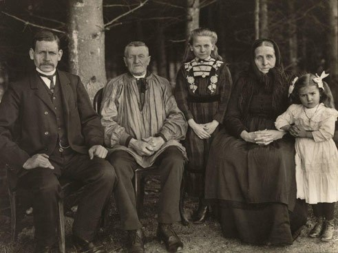 August Sander, Family Generation, 1912, Collection Lothar Schirmer, Munich
