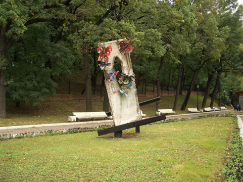 "Fragment of the Berlin Wall in the ""Zemlyanoy Val"" park in front of the Andrei Sakharov Centre in Moscow;"