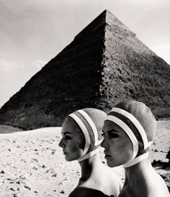 F.C. Gundlach, fashion photography in front of the Pyramids of Gizeh, 1966