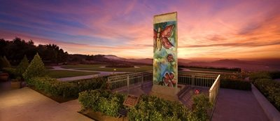 Mauerteil vor der Ronald Reagan Presidental Library in Simi Valley, Kalifornien, USA; © John Martorano/Ronald Reagan Presidential Library