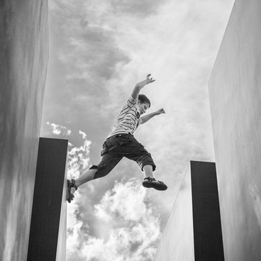 Leaping in Air (Photo: Valerio Bellone) title=