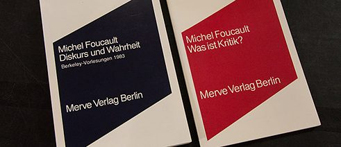 Merve's books: pocket-sized format and minimalist design of a monochromatic rhombus on a white background.