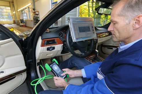 Electronic data readout in the general inspection of a car;