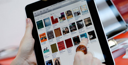 Many readers now use e-books to exchange of views; © Frankfurter Buchmesse