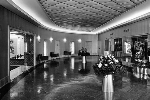 Um 1958: Maxim in Berlin, Foyer