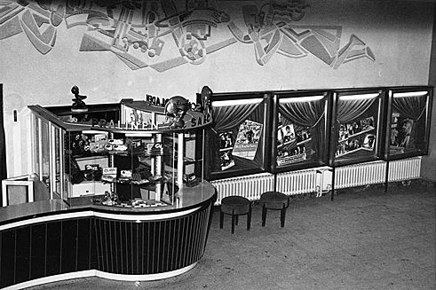 1958: Gloria-Palast in Frankfurt am Main, Foyer