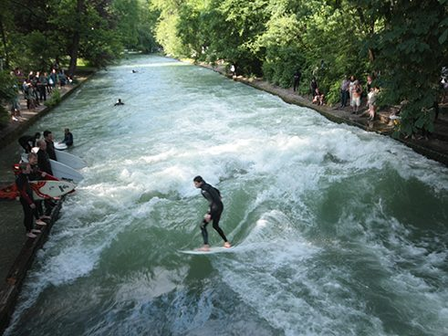 Surfer sull'Eisbach