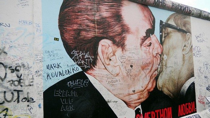 Eastside Gallery: beso fraterno