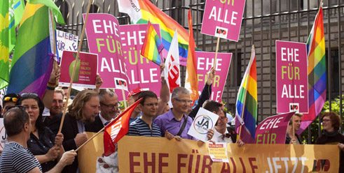 "Demonstration in Berlin for ""marriage for everyone"";"