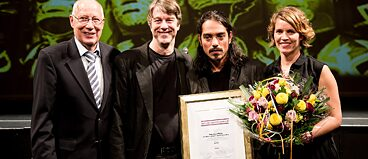 Award ceremony of Heidelberg Play Market 2015:Dieter Sommer (Chairman of the Friends of Heidelberg Theater and Orchester), Holger Schultze (Director of Heidelberg Theater and Orchestrer), Ángel Hernández (Winner of the International Author's Award and of the Audience Award of Heidelberg Play Market 2015), Ilona Goyeneche (Mexiko-Scout for Heidelberg Play Market 2015, Coordinación Cultural Goethe Institut Mexiko);