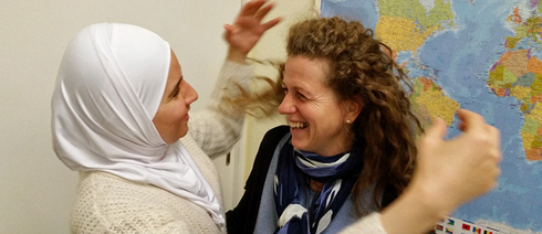 Hend from Syria and the German helper Heike have become friends.