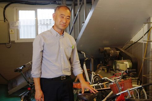 Lee Hyeong-un gives homeless people and bicycles a second chance.
