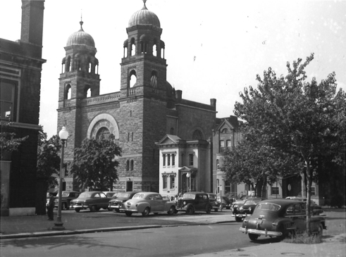 Washington Hebrew Congregation as it looked on September 17, 1950, when John P. Wymer took a picture of it on his tour of the neighborhood. The onion domes visible on the towers were removed later due to fears for their stability in storms.