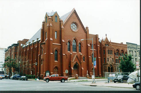 Calvary Baptist Church before its steeple was replaced, 2005.
