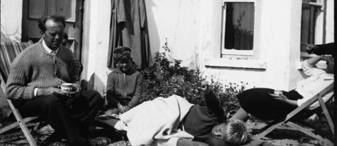 From left to right: Heinrich, Annemarie, René and Raimund Böll in front of the cottage in Keel, Achill Island, Ireland, c. 1958.