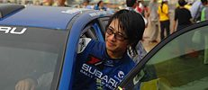 Han Han (韩寒) bei der China Rally Championship 2010 in Shandong, Foto: Hong Xiaodong