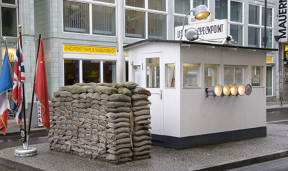 Haus am Checkpoint Charlie, Berlin © picture alliance / Arco Images GmbH