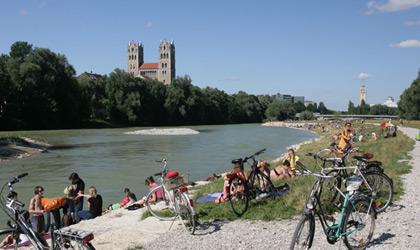 An der Isar| © picture-alliance / Josef Wildgruber