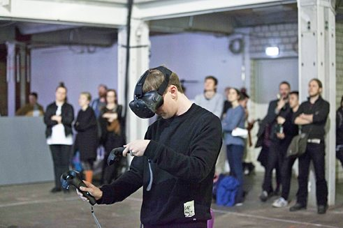 Presentation: Tilt Brush Show / Release Omnidome. VRNerds and CR8TR am 05.05.2016 auf der performersion in Berlin. Foto: re:publica/Jan Michalko