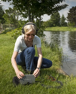Christina Kubisch recording sounds of the Liffey