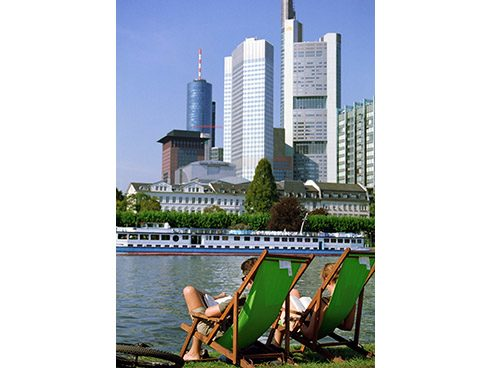 Mainufer mit Skyline