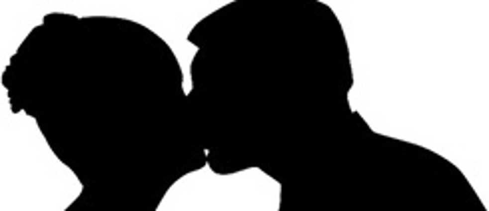 jungs küssen mädchen großen hintern