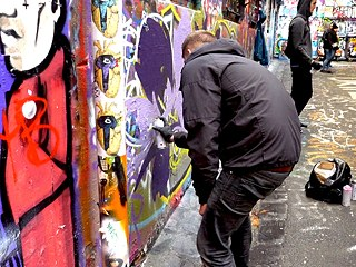 Sprayer in der Hosier Lane in Melbourne